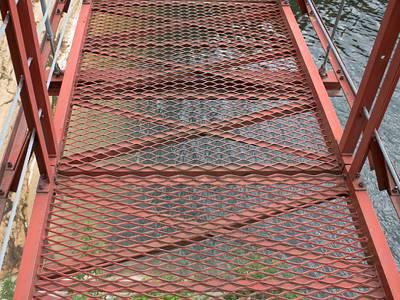 Expanded Metal Walkway Grating Used As Platform And Stair